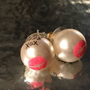 Betsey Johnson pink xox kiss lip pearl earrings